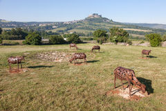 Moutons sur des sculptures en pâturage dans les Frances Images libres de droits