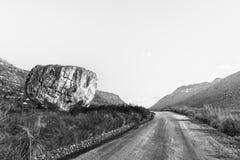 Moutonsklip, ein Flussstein auf dem Algerien zu Dwarsrivier-Straße einfarbig lizenzfreies stockbild