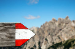Moutrain wycieczkuje ślad kierunkowego podpisuje wewnątrz dolomity Włochy Fotografia Royalty Free
