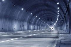 Mouvement abstrait de vitesse dans le tunnel urbain de route d'omnibus Photographie stock libre de droits