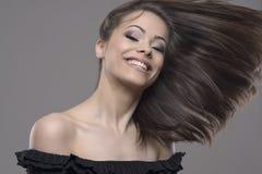 Mouvement arrêté de beaux cheveux de femme de vol venteux Images stock