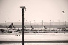 Mouvement d'aéroport dans l'aéroport MUC de Munich Photos libres de droits