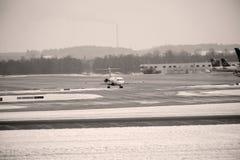 Mouvement d'aéroport dans l'aéroport MUC de Munich Photo libre de droits