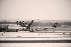 Mouvement d'aéroport dans l'aéroport MUC de Munich Images libres de droits