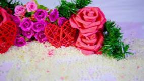 Mouvement de longueur de rose de fleur et de valentine de décoration banque de vidéos