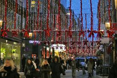 Mouvement de Noël dans les rues de Stockholm Images stock