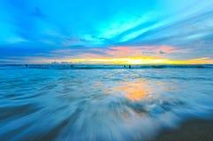 Mouvement de vague sur le coucher du soleil Images libres de droits
