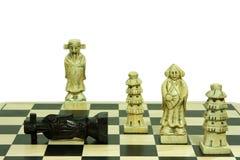 Mouvement en pierre d'échec et mat de positionnement d'échecs d'isolement sur le blanc Photographie stock libre de droits