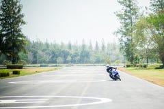 Mouvement et commande d'étude de base pour le motocycle Image libre de droits