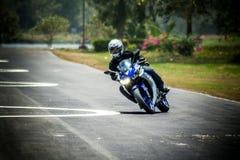 Mouvement et commande d'étude de base pour le motocycle Images libres de droits