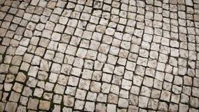 Mouvement le long du trottoir, vue supérieure Pavés urbains banque de vidéos