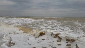 Mouvement lent de tempête de vague de ‹d'†de ‹d'†de mer avertissant l'environnement naturel puissant de jet d'accident ambian clips vidéos