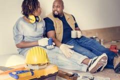 Mouvement noir de couples au concept de nouvelle maison photographie stock