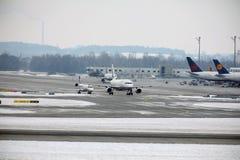 Mouvement plat dans l'aéroport MUC de Munich Photos stock