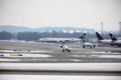 Mouvement plat dans l'aéroport MUC de Munich Photo stock