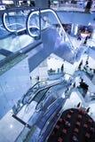 Mova a escada rolante no escritório moderno Imagem de Stock Royalty Free