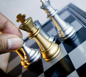 Mova o penhor de prata da xadrez fotografia de stock