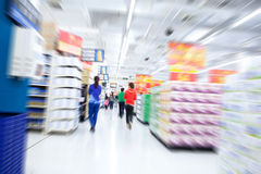 Mova-se no supermercado Foto de Stock Royalty Free