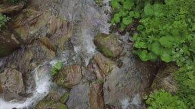 moveing下来在小瀑布的水Topview 股票视频