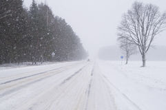 The movement by road in heavy snow in the winter Royalty Free Stock Image