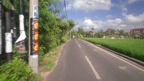 Movendo sobre a rua em Bali filme