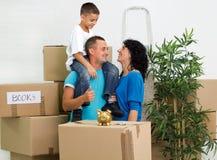 Mover-se feliz da família Fotografia de Stock Royalty Free
