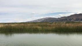 Mover-se por águas de Titicaca video estoque