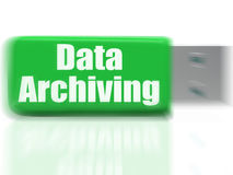 A movimentação da arquivística de dados USB mostra a organização e a transferência de arquivos Fotografia de Stock