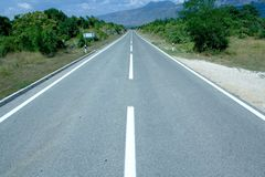 Movimentação da estrada reta fotografia de stock royalty free