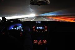 Movimentação da noite da opinião do carro Fotografia de Stock Royalty Free