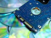 Movimentação de disco duro de SATA em compacts disc imagem de stock royalty free