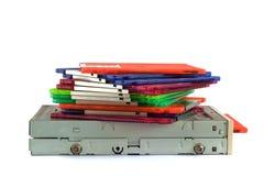 Movimentação de disco flexível e disquetes no fundo branco Imagens de Stock Royalty Free