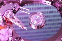 Movimentação de disco rígido aberta com dígitos na reflexão fotos de stock royalty free