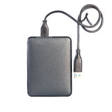 Movimentação de disco rígido externo do Portable HDD com cabo de USB nos vagabundos brancos Fotografia de Stock