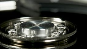 Movimentação de disco rígido na tabela da rotação, tiro macro video estoque