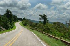 Movimentação de Talimena, montanhas de Ouachita, curvando estradas Imagens de Stock Royalty Free