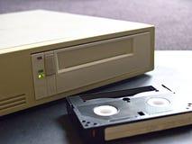 Movimentação do armazenamento de dados de Digitas e fita digital imagem de stock