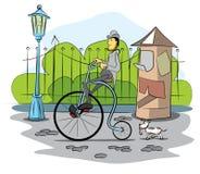 Movimentação do cavalheiro uma bicicleta retro Imagem de Stock Royalty Free