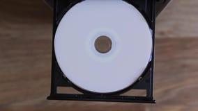 Movimentação do disco óptico em um computador portátil moderno vídeos de arquivo