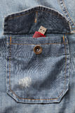 Movimentação do flash de USB no bolso da camisa da sarja de Nimes Imagem de Stock Royalty Free