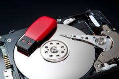Movimentação do flash de USB no disco rígido Imagem de Stock Royalty Free