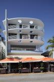 A movimentação do oceano do hotel do condomínio da costa Fotografia de Stock