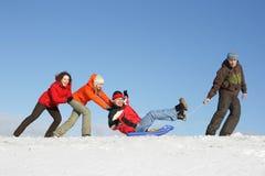 Movimentação dos amigos em um sledge fotografia de stock royalty free