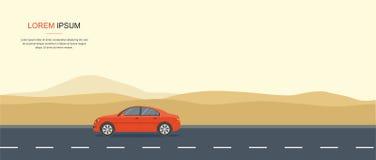Movimentação vermelha do carro na estrada no deserto Fotos de Stock