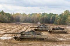Movimentações alemãs dos tanques de guerra no campo de batalha Foto de Stock Royalty Free