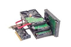 Movimentações de disco rígido, cartão de controlador do disco e cabos Fotografia de Stock