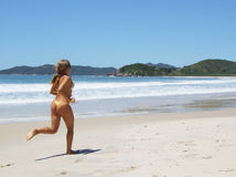 Movimentar-se na praia Fotografia de Stock Royalty Free