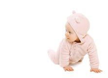 Movimenti striscianti divertenti svegli del bambino su fondo bianco Fotografie Stock Libere da Diritti