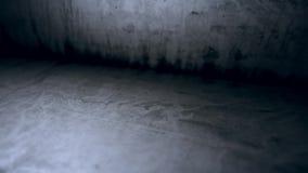Movimento da câmera na superfície do cimento branco velho video estoque
