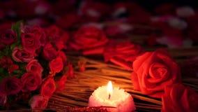 Movimento da metragem da queimadura do ramalhete e da vela da flor do Valentim da decoração video estoque
